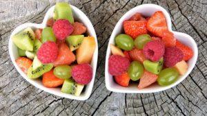 フルーツを盛りつけたお皿