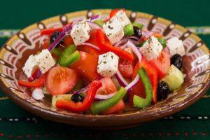 トマトとパプリカなどのフレッシュサラダ