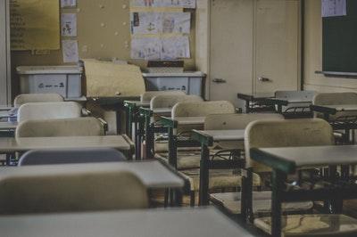かつては聖職と呼ばれた教師という職業の現実|中学教師として生きて