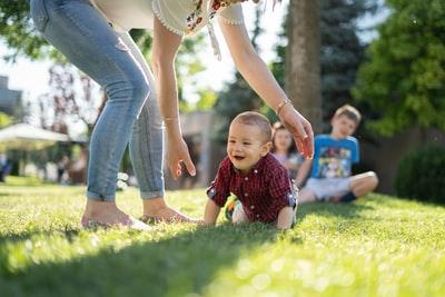 【母と子の関係】子供は自分の家庭しか知らない|虐待の連鎖を断ち切る