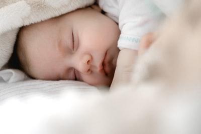 札幌2歳児衰弱死事件|詩梨ちゃんが亡くなった原因は?2日に実母の裁判開始