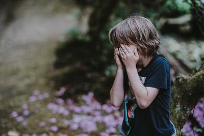 一人で泣いている子供を保護するのは危険?あなたならどうしますか?